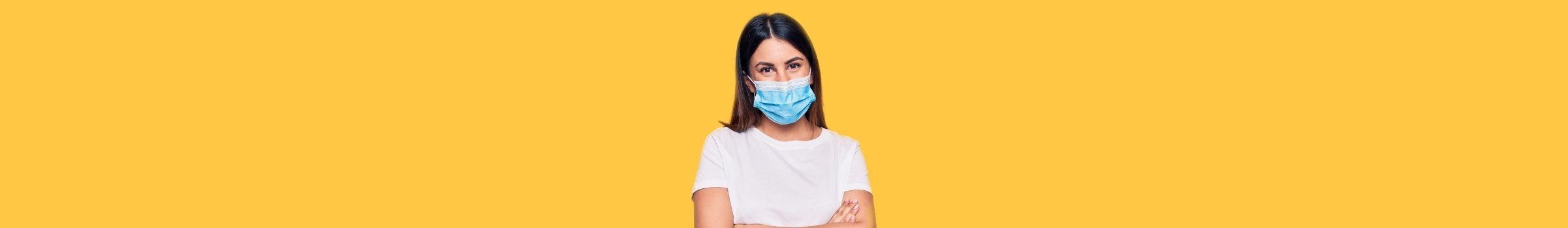 המחשה של אישה עם מסיכת פנים